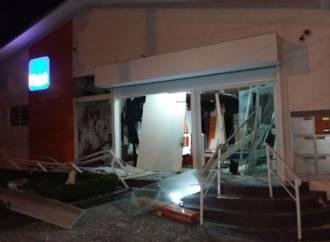 Assalto a três agências bancárias de Piên assombram moradores na madrugada  desta sexta 5 85a806e774