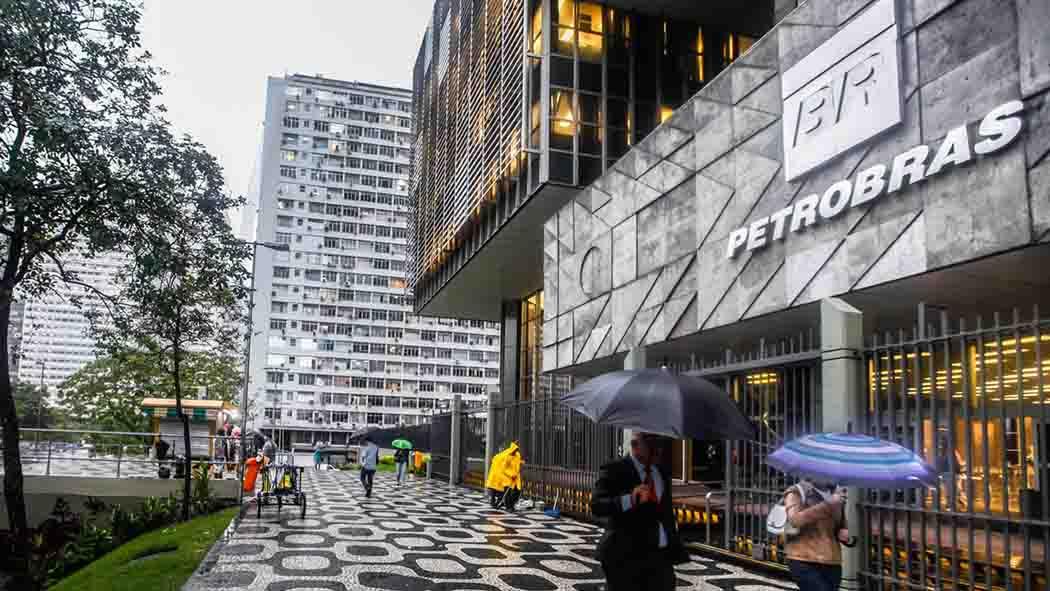 Resultado de imagem para Petrobras inicia venda de três campos terrestres no Espírito Santo